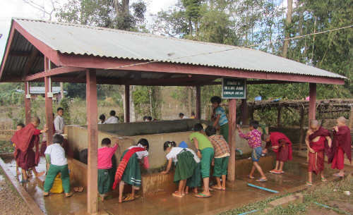 Palaung kids at Water Tank